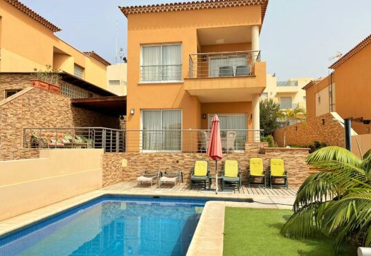 Two storey villa for sale in Puerto de Santiago